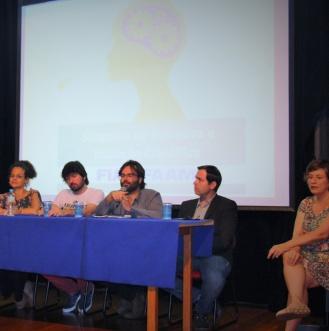 """Michelle Roxo, Rafael Grohmann, Marcelo Gabbay, Vicente Darde e Maristela Bizarro (da esq. para a direita) abrem o """"I Simpósio de Pesquisa e Iniciação Científica""""."""