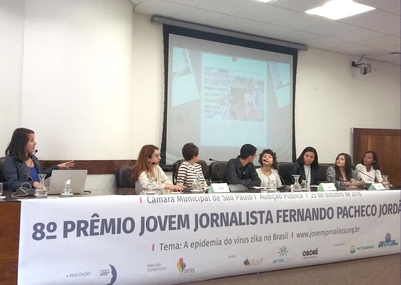 Os vencedores do prêmio apresentam suas reportagens