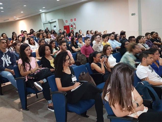 Mais de cem alunos foram ao Auditório Nelson Carneiro para evento de RP. Foto: Marcelo Salgado