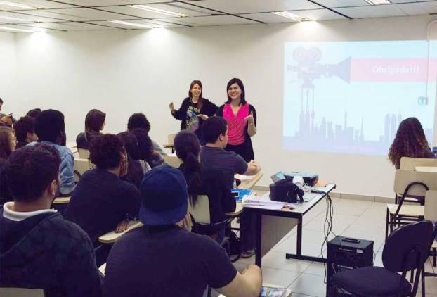 Elaine Souza ao lado da professora Fabiola Tarapanoff ministrou oficina sobre produção de documentário independente no Brasil