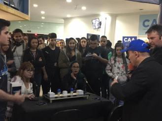 Professor Julio Moreno desafiando alunos no Quizz do lançamento.