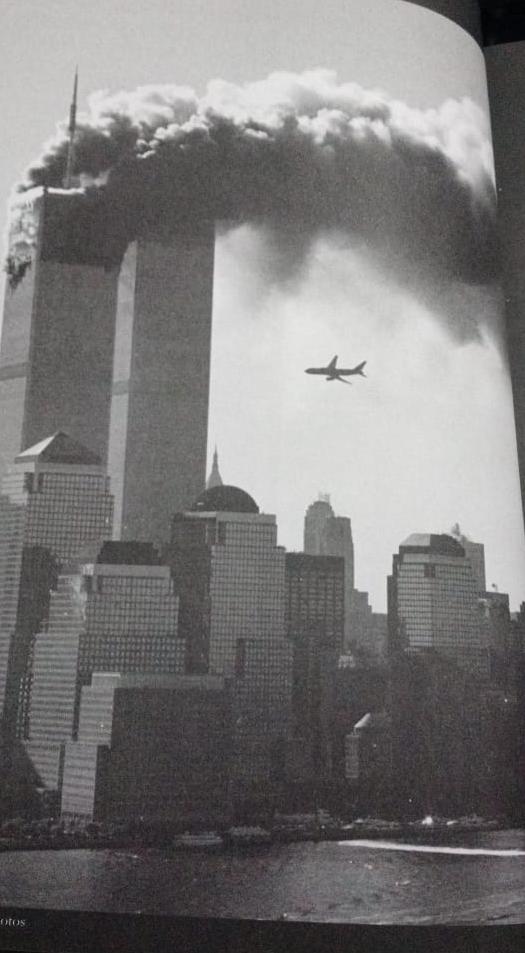 Avião batendo no WTC
