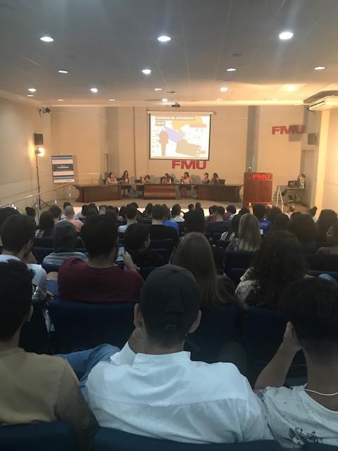 Auditorio lotado para úlitma mesa da Semana de Jornalismo, 5/4. (credito: AICom)